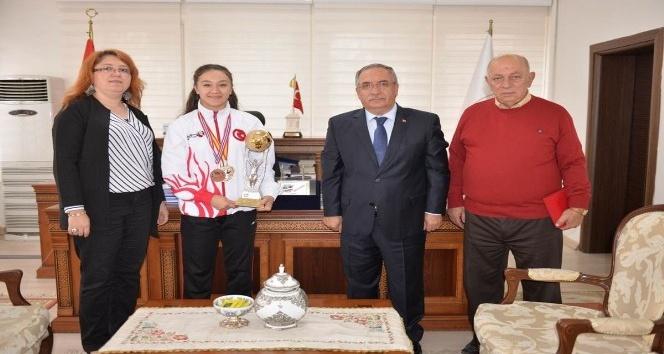 Ahmet Arabacı: İlknur Gedik Kütahya'yı en iyi şekilde temsil eden milli bir sporcumuzdur