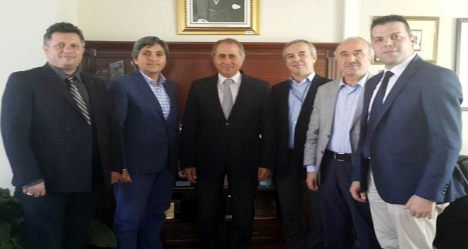 İBB heyeti sahipsiz köpekler için Tamer Dodurka'yı ziyaret etti