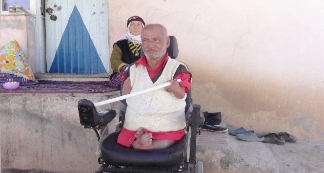 (Özel Haber) Doğuştan engelli adam yaşlı annesiyle yaşam mücadelesi veriyor