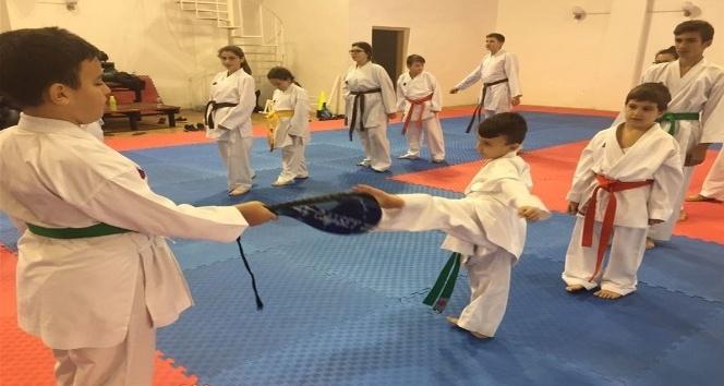 Karate branşı eğitim çalışmaları devam ediyor