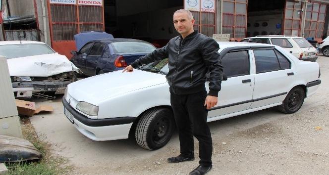 Aldığı ikinci el otomobilin önü 1996, arkası 2000 model çıktı