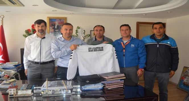 Kula Masterlar Futbol Derneği'nden Kaymakam Güven'e ziyaret