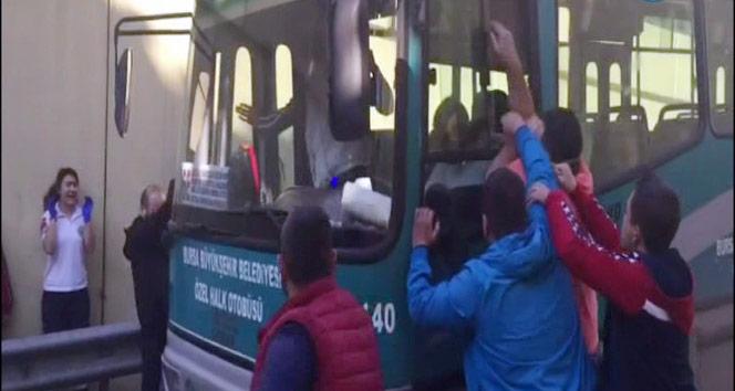 """Bursada özel halk otobüsü direksiyonunda """"pes"""" dedirten görüntüler"""