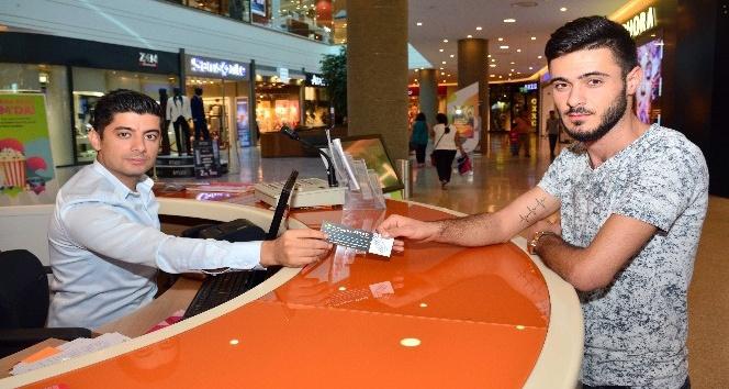 Sinemaseverlere hediye bilet kampanyası