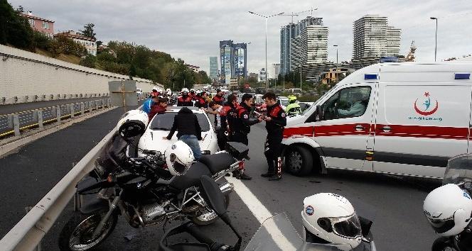 Emniyet şeridine giren otomobil, yunus polislerine çarptı