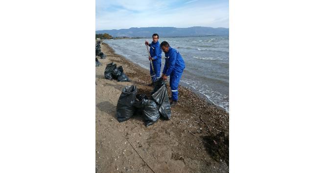 İznik gölü sahilinde temizlik harekatı