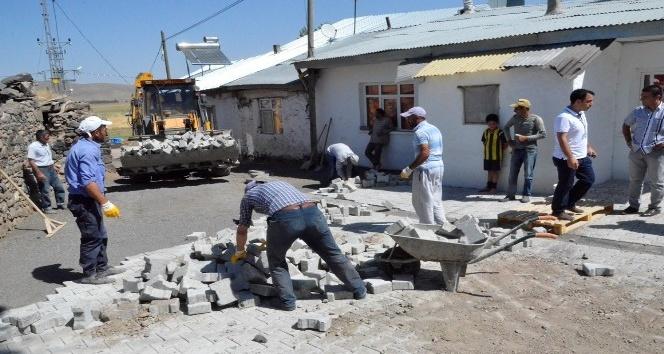 Palandöken Belediyesi 25 köyde sokakları kilit taşı ile nakış nakış işledi