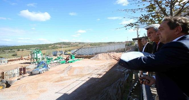 Başkan Karaosmanoğlu, yeni kurulan asfalt üretim tesisini inceledi