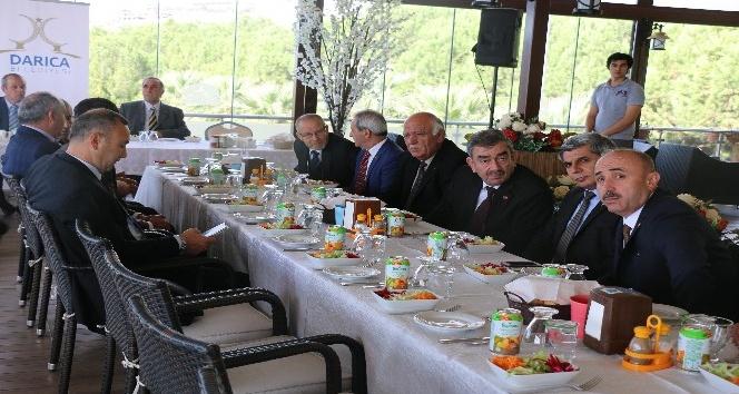 Başkan Karabacak, muhtarla yemekte bir araya geldi