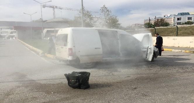Para nakil aracı adliye kampüsü içinde yandı