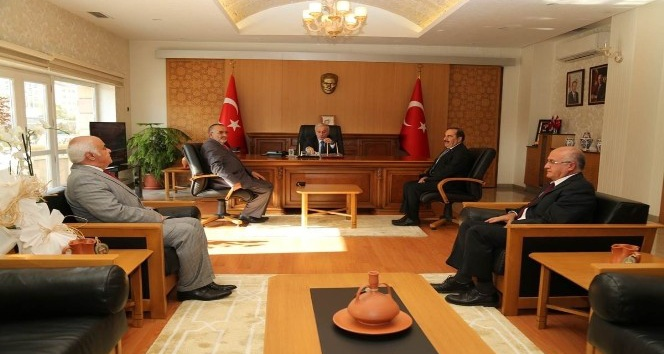 Muhtarlar Vali Süleyman Kamçı'yı Ziyaret Etti