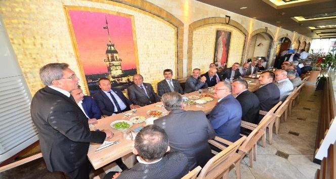 Pursaklar Belediye Başkan Çetin, Muhtarlar Günü'nü kutladı