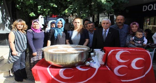 MHP Kadın Kolları tarafından aşure dağıtıldı
