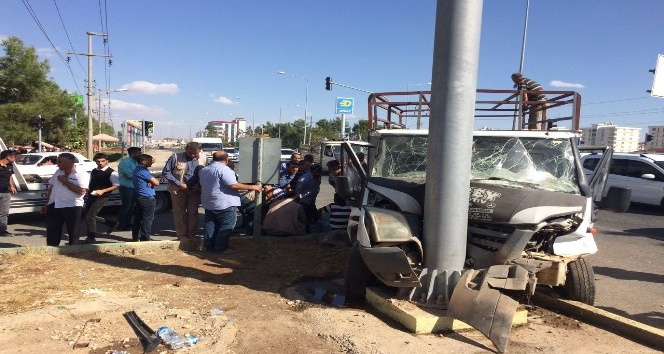 Kazazedeye müdahale etmek isteyen stajyer ATT'ye otomobil çarptı