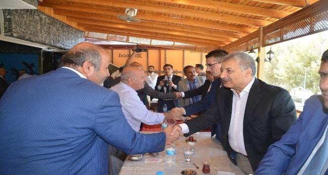 Birecik Belediye Başkanı Faruk Pınarbaşı muhtarlarla buluştu