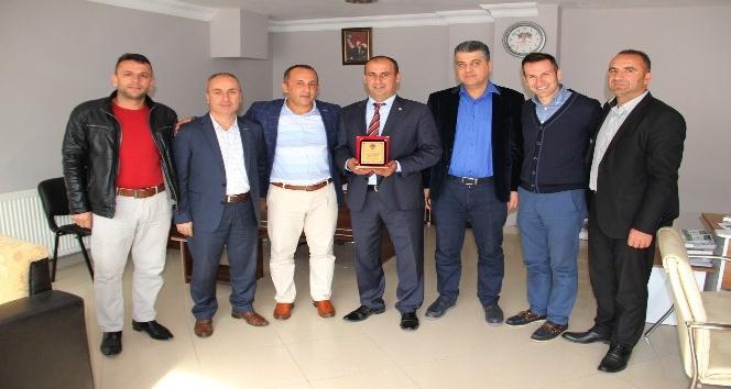 Kepez Çaylıoğluspor Başkanı Yalman muhtarları kutladı