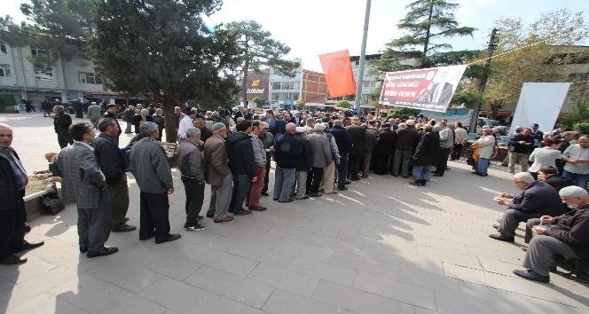 Akyazı Belediyesi 6 bin kişilik aşure dağıttı