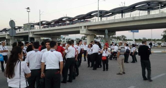 Havalimanında 306 güvenlik görevlisinin iş akdi feshedildi.