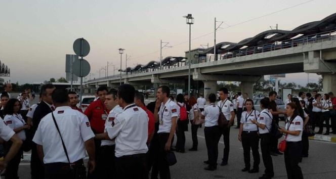 Havalimanında 306 güvenlik görevlisine şok