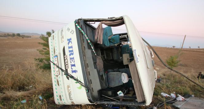 Konyada yolcu midibüsü devrildi: 23ü öğrenci, 27 kişi yaralandı