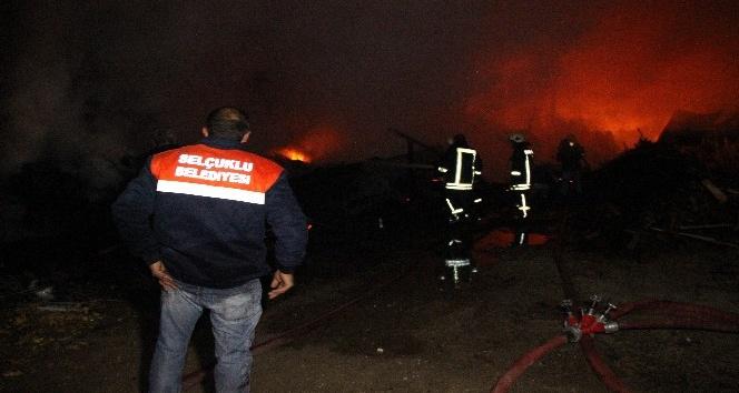 İnşaat malzemeleri satan iş yerinde yangın çıktı