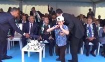 Esat aleyhine slogan attı, Cumhurbaşkanı Erdoğana sarıldı