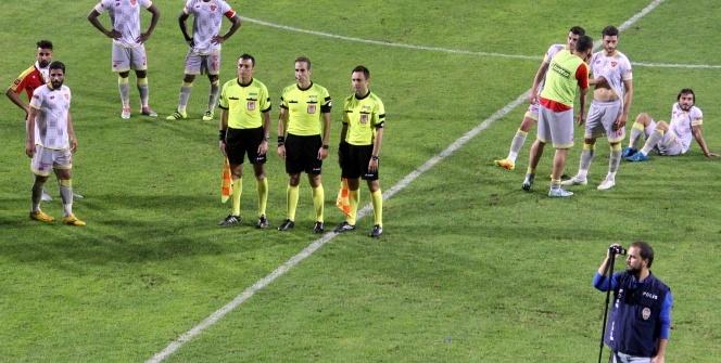 Eskişehirspor sahadan çekildi; Göztepe - Eskişehirspor maçı tatil edildi