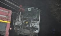 Servis aracı duvara çarptı; 11 yaralı