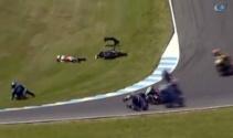 Moto GP 3'te kaza üstüne kaza