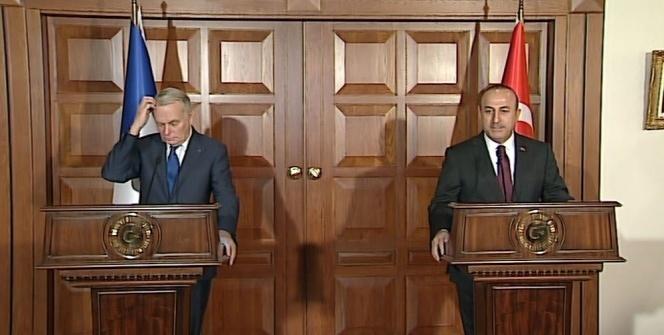 Çavuşoğlu, Fransız Bakana 'ifade özgürlüğü'nü hatırlattı