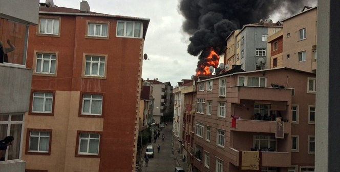 Kağıthane'de yangın çıktı, mahalle sokağa döküldü