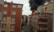 Kağıthanede yangın çıktı, mahalle sokağa döküldü