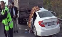 Otomobil kamyonun altına ok gibi saplandı: 1 ölü, 2si çocuk 5 yaralı