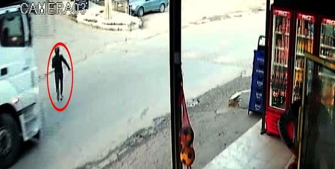 12 yaşındaki çocuk, TIR'ın altında kalmaktan saniyelerle kurtuldu