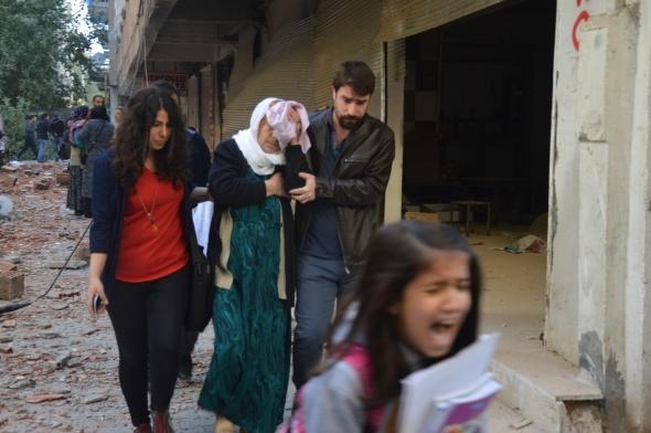 Diyarbakır'da bombalı saldırı: 8 şehit