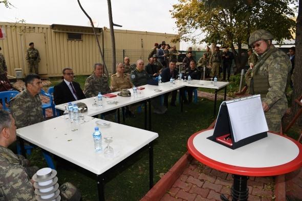 Genel Kurmay Başkanı Orgeneral Akar Şırnak ve Silopi'deki birlikleri ziyaret etti