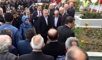 Cumhurbaşkanı Erdoğan, şehit kaymakamın mezarı başında Kur'an-ı Kerim okudu