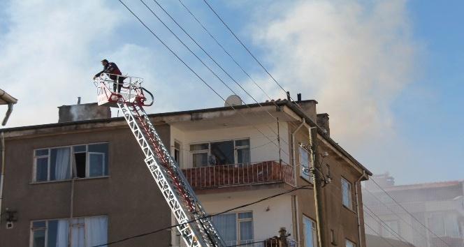 Niğde'de meydana gelen çatı yangını korkuttu