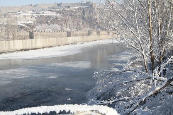 Ardahan'da hayat buz tuttu