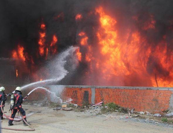 Bayrampaşa'daki yangında patlama sesleri