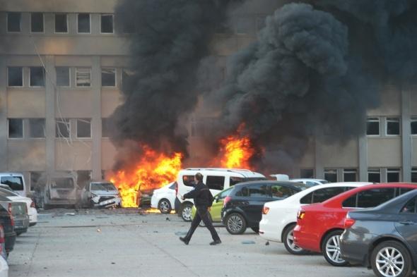 Adana Valiliği önünde patlama! 2 ölü, 33 yaralı
