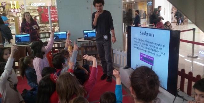 Bimeks ve Sıradışı Eğitim Gönüllüleri'nden çocuklara programlama eğitimi
