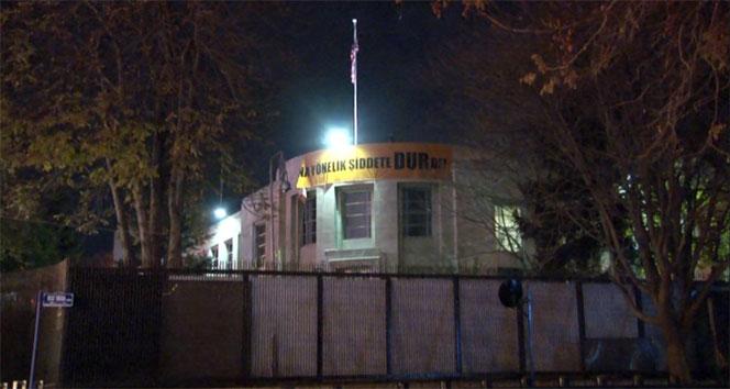 ABD Büyükelçiliğine Türkçe pankart asıldı