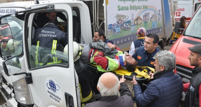 Çöp kamyonu kaza yaptı: 2 yaralı