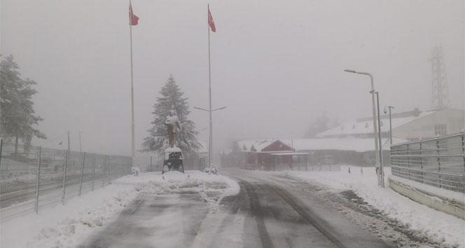 Dereköy Sınır Kapısı beyaza büründü
