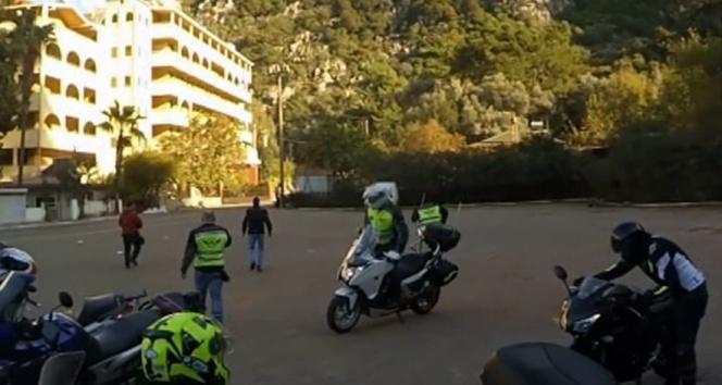 3 kişinin bindiği motosiklet böyle kaza yaptı