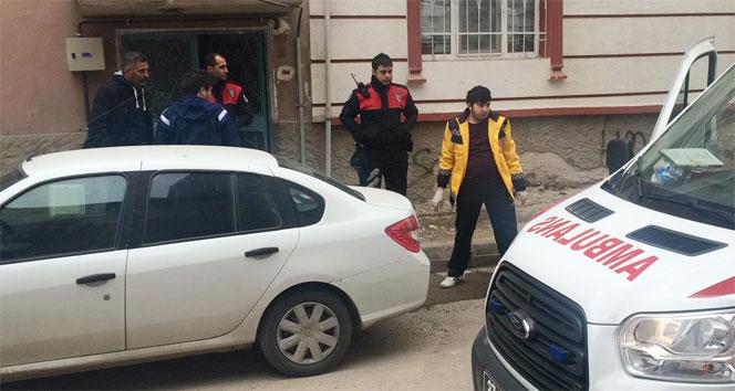 Evine benzin döktü, facia yaşanmadan polis müdahale etti
