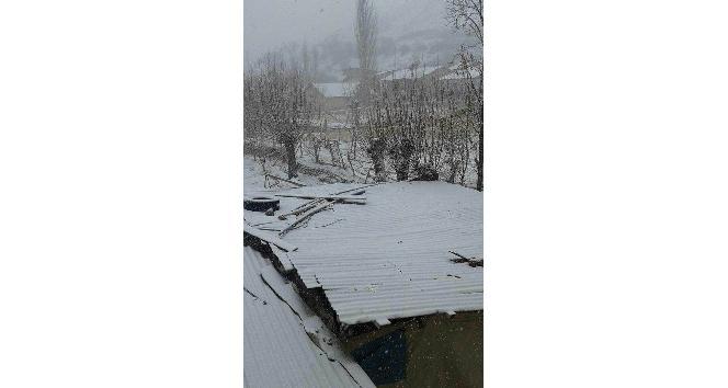 Gürün'de kar yağışı etkili oldu