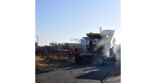 Erdemli Belediyesi, sıcak asfalt çalışmalarına devam ediyor