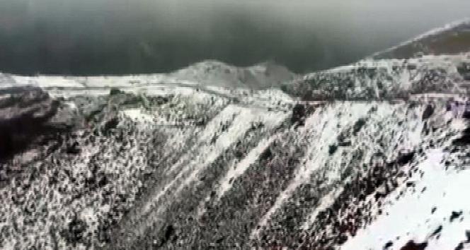 Suudi Arabistanda çöle kar yağdı